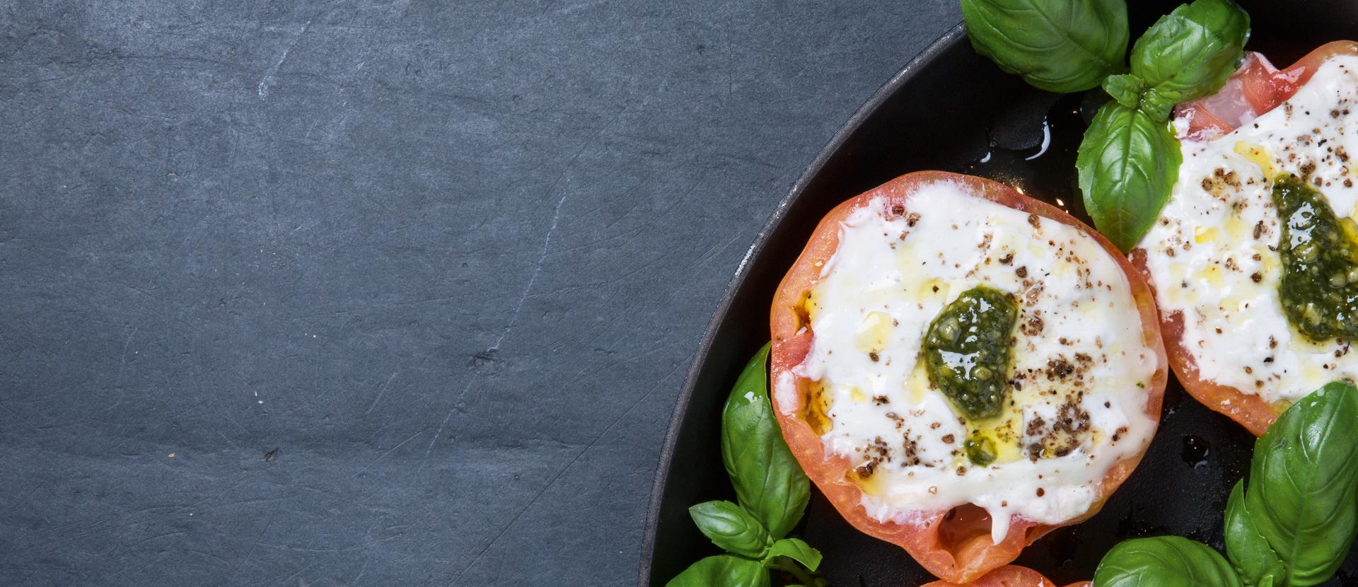 Baked tomato with mozzarella
